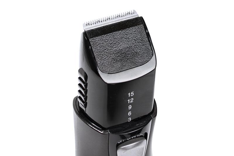アタッチメントを外した状態。この状態だと、毛先のライン揃え、きわ揃え、産毛剃りなどに使える