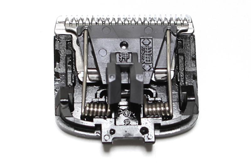 刃先には注油が必要。付属オイルを使い使用前後に刃先の3箇所に注油するのだ。少々手間がかかる