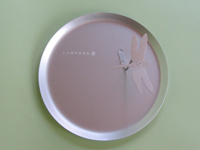 真上から見たところ。皿の直径は約6cm、高さは約10cm、重さは60gほど。とても軽やかです