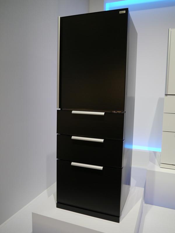 現在アクアでは、600L以上の大型クラスの冷蔵庫は取り扱っていない。写真は400Lクラスの冷蔵庫