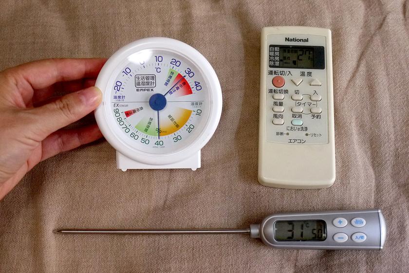 ある日の室温約30℃、エアコン設定温度27℃、綿シーツの温度31℃