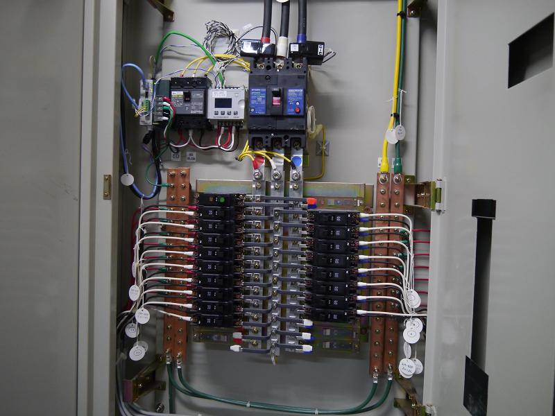 設置されているエコパワーメータはパナソニック製(上部の黒い機器)