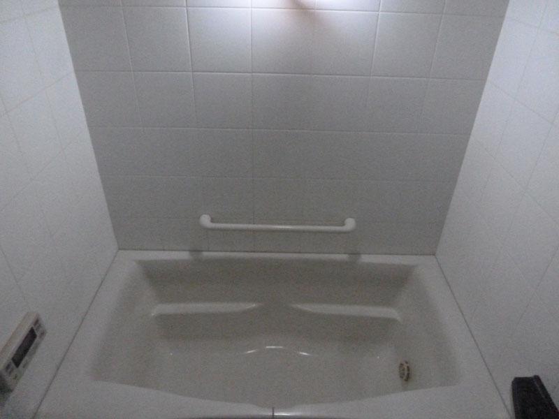 吊り下げ用のフックを使うと、3~4畳ぐらいのスペースが明るく照らされる