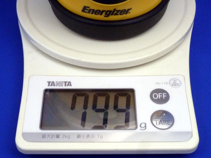 単一を入れると799gで、300gも重い