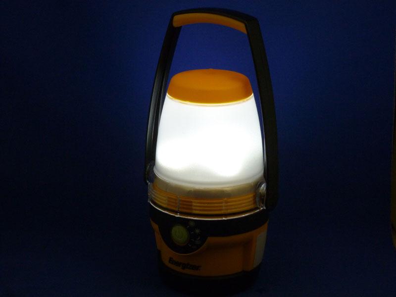 LED部分は白色の樹脂で覆われており、光源はぼんやりとしか見えない