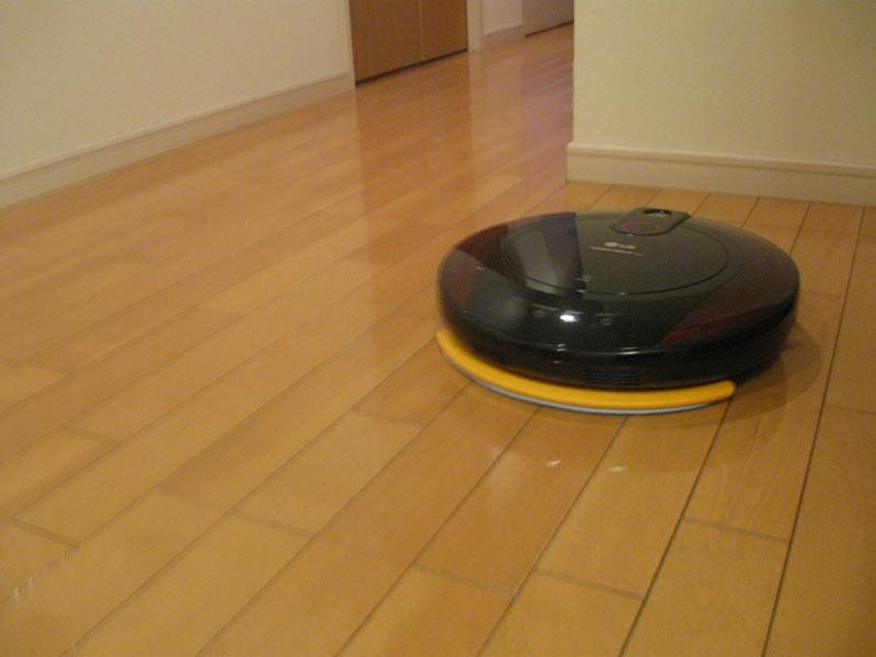 モップをセットした際にはカーペットなどの掃除はできないため、フローリングの廊下で使用した