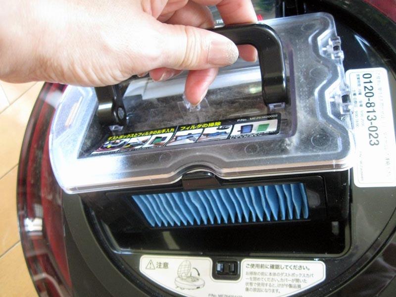 手前のブルーのフィルターが、排気の微細じんをキャッチするHEPAフィルター