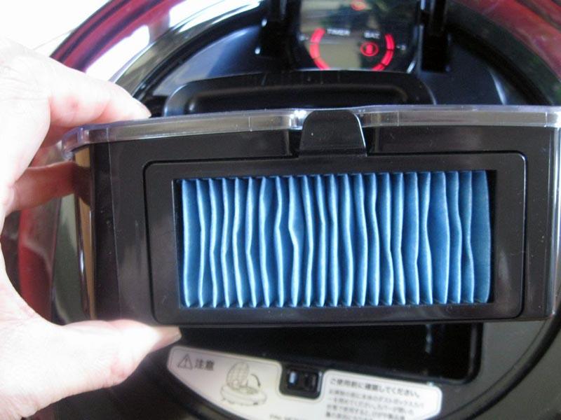 排気フィルターには表面積の多いプリーツフィルターを使用している