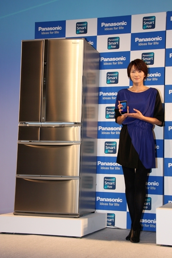 NR-F557XVと広告キャラクターで女優の吉瀬美智子さん