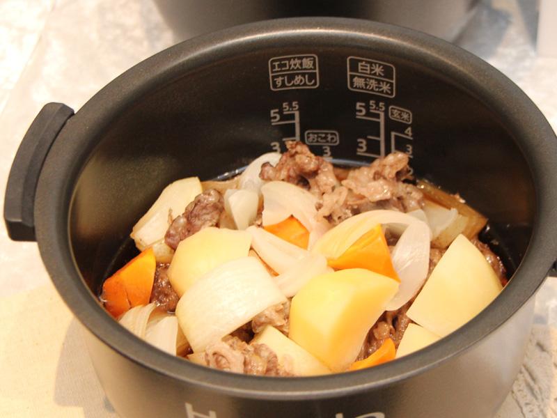 攪拌工程なしで作った肉じゃが。味が全体に染み渡っていない印象だ