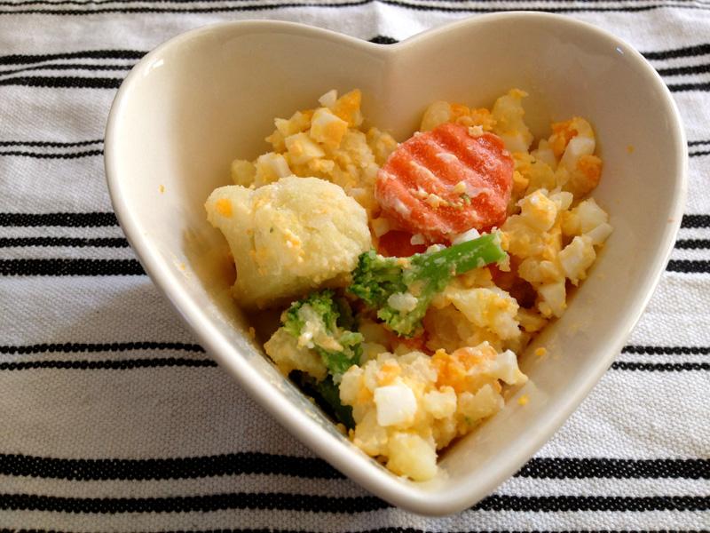 ゆで卵とジャガイモをあわせたポテトサラダの完成