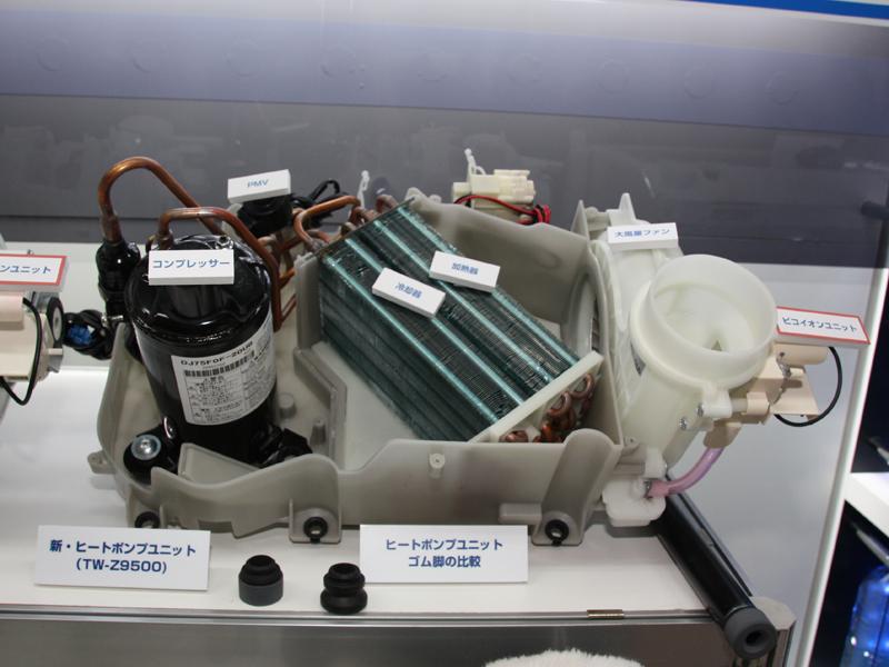 コンプレッサーの振動を抑えるゴム脚を採用した新ヒートポンプユニット