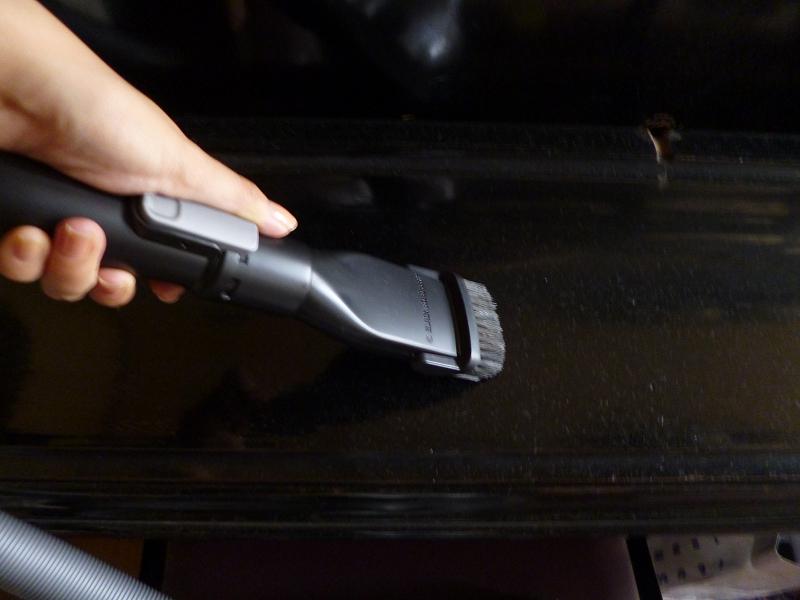 コンビネーションノズルは、デスクの上やピアノの上、手元の掃除に便利だ