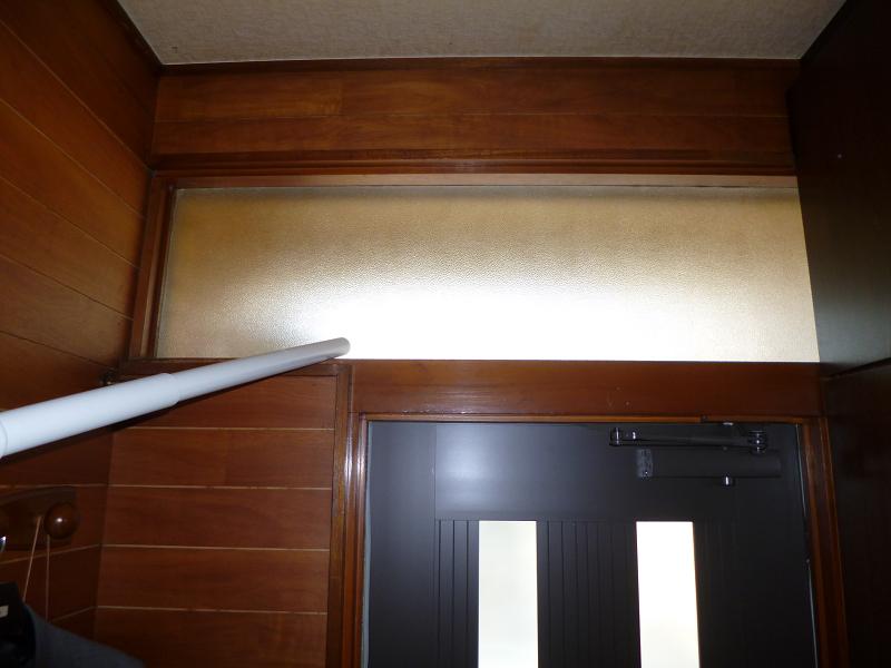 ドアの上のホコリも除去