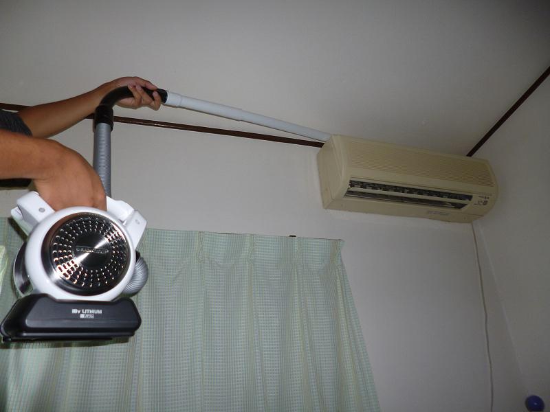 エアコンの上をラクラク掃除できるのが嬉しい