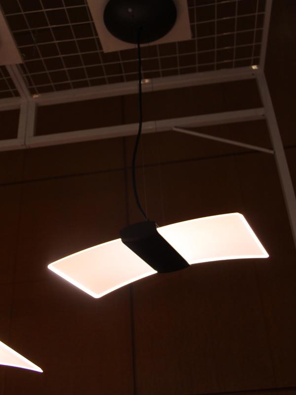 光束が800lmの「DL-PD01K」は、導光板が「DL-PD02K」より短め
