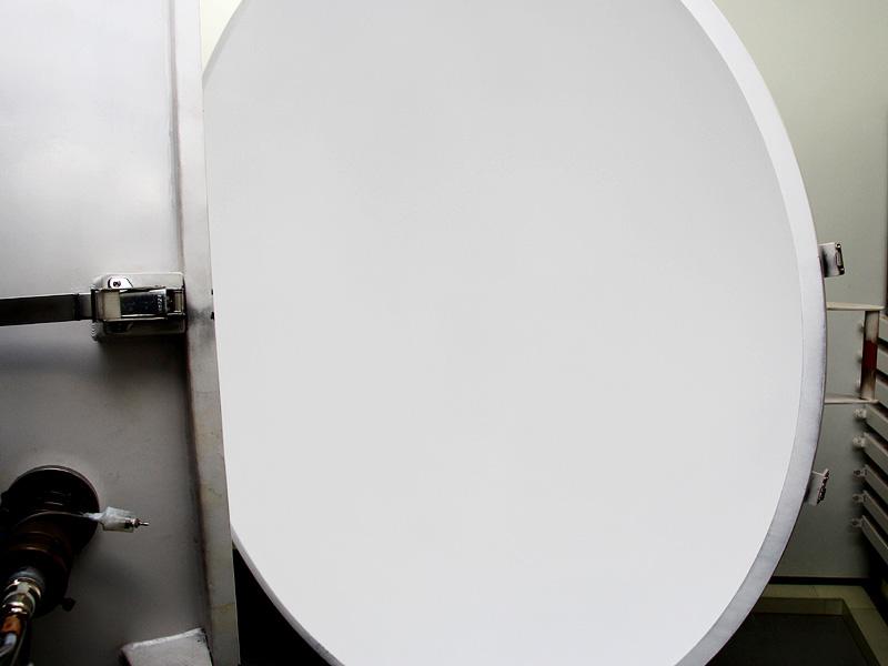 積分球の中には、光を滑らかに拡散反射させる硫酸バリウムがコーティングされている。常にきれいな白色を保つために、メンテナンスは必須という