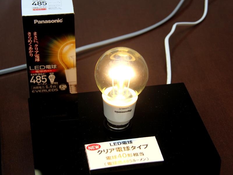 クリアタイプの白熱電球との置き換えを狙った「クリアLED電球」の新製品「LDA6L/C」。全光束は485lmで、40W形白熱電球と同等の明るさを備えている