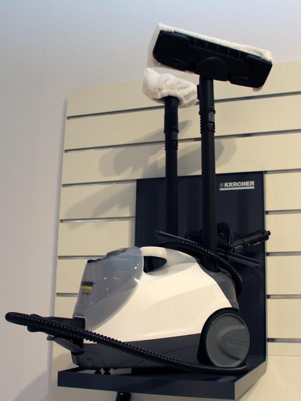スチームクリーナー「SC 6.800C」。タンクを2つ搭載したハイエンドモデルで、連続的なスチーム噴射が可能