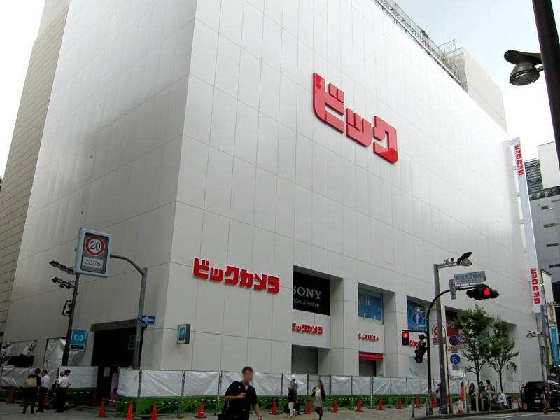 仮オープン時のビックカメラ新宿東口新店。「ビック」の文字しかなかった
