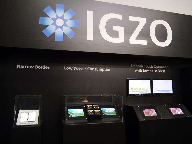 IGZOのロゴとともに展示に力を注いでいた