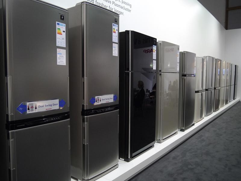 シャープが展示した欧州市場向け冷蔵庫製品群