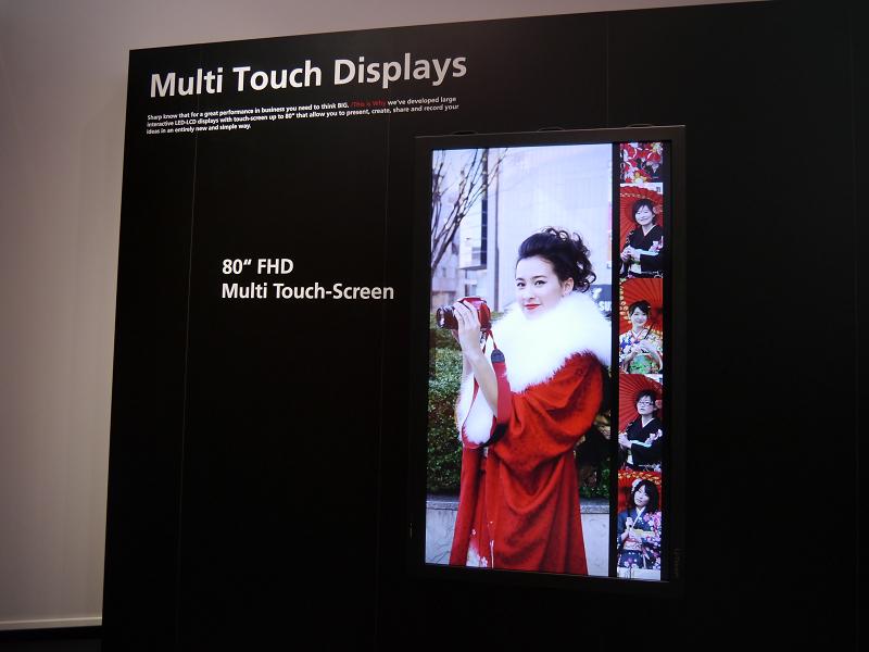 マルチタッチが可能な80型および70型の液晶ディスプレイも展示
