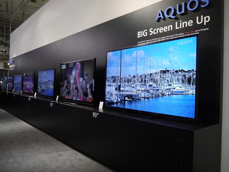 90型の液晶テレビをはじめ、大画面製品を展示