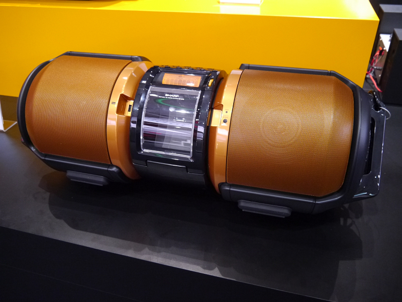 100Wの大型スピーカーを搭載したGX-M10を展示