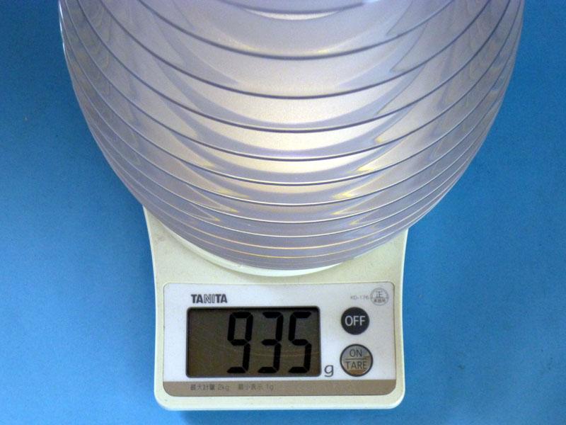 重さは本体のみで935g
