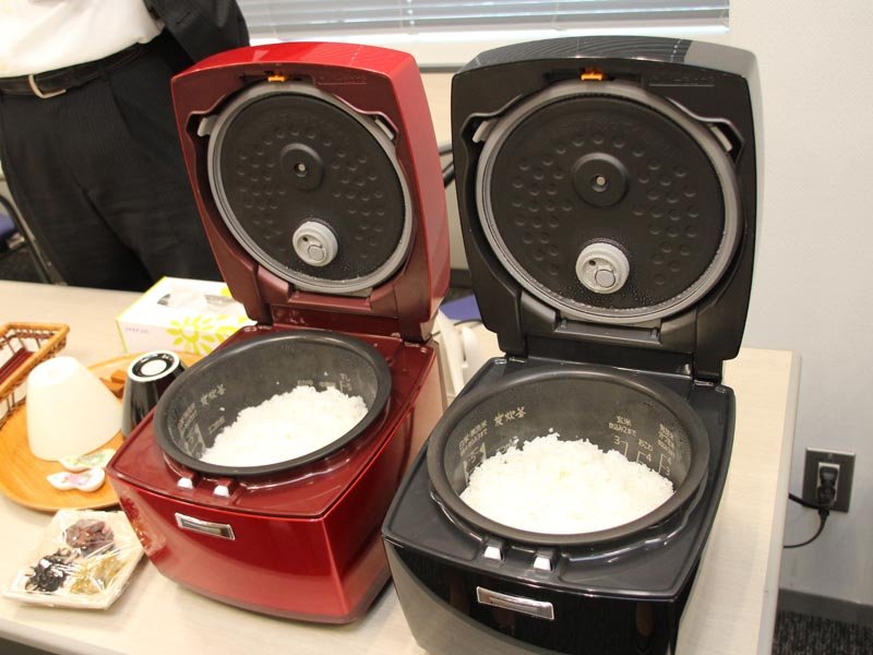 お米のおいしい時期になって、最新炊飯器への注目も高まっている(写真は三菱電機の「本炭釜」シリーズ)