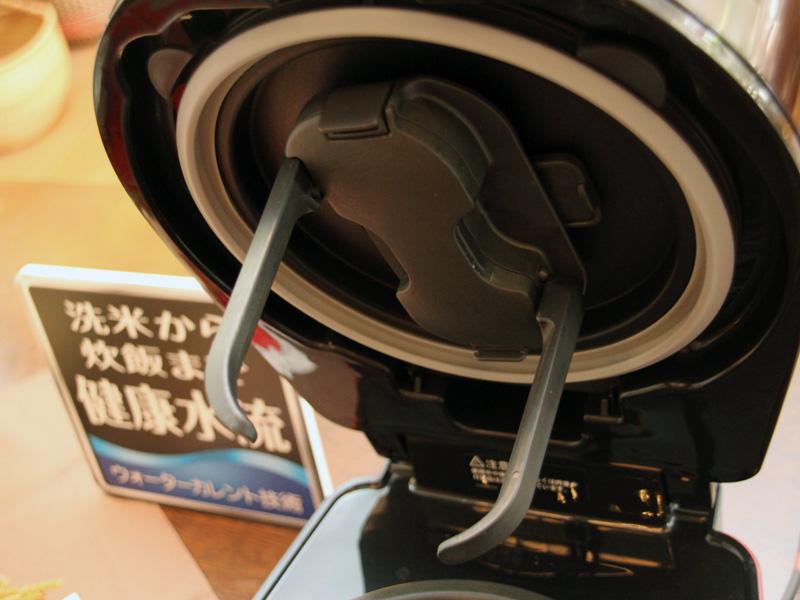 洗米時や炊飯・調理時に釜の中を回転する「かいてんユニット」