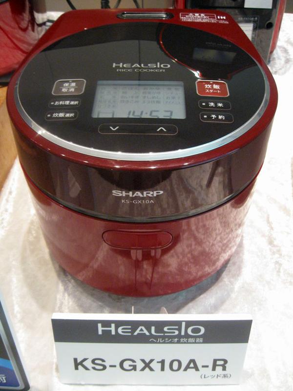 シャープ「ヘルシオ炊飯器」KS-GX10A。カラーはレッド系とホワイト系。2012年10月1日発売予定で、想定売価は89,800円前後