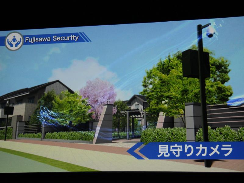 街の出入口には、防犯カメラ「見守りカメラ」が設置される