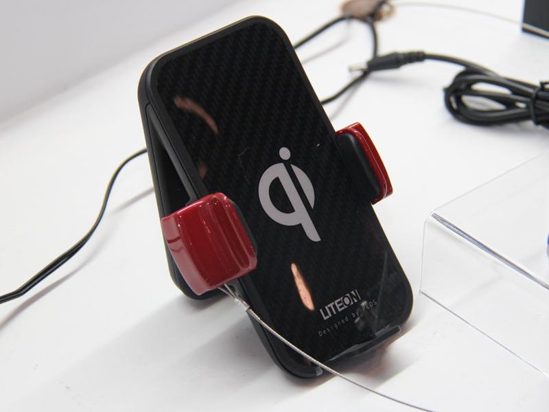 フィリップスとLite-Onの合弁会社「Philips & Lite-On digital solutions」による、スタンドタイプの「Wiconn/Wicra」。小型だがかなり安定感があるという