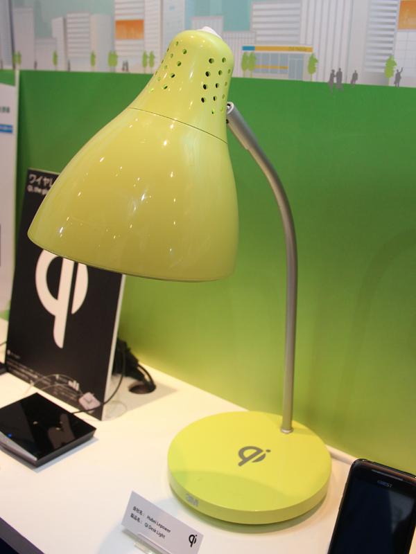Hubei Lepowerの「Qi Desk Light」。台座にはQiのマークが