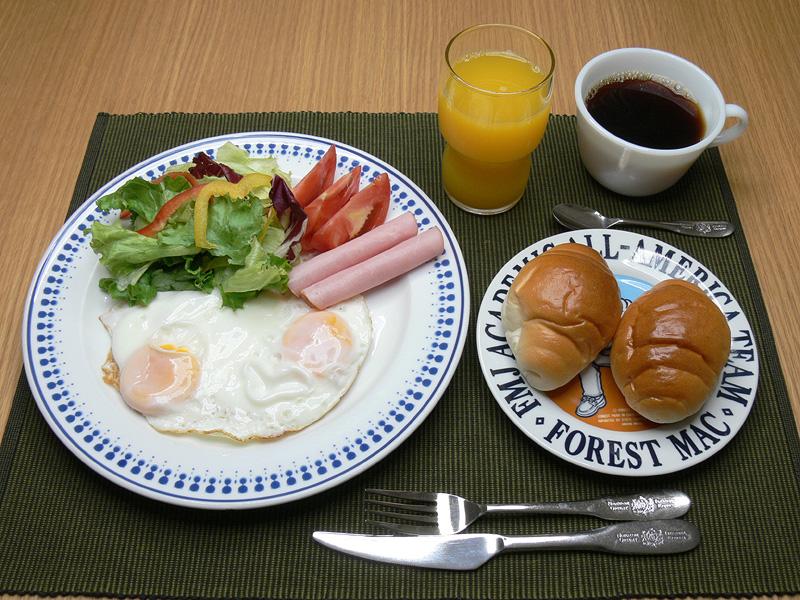寒色100%の光色は、スッキリと冴えた色合い朝の食卓にもぴったりだろう