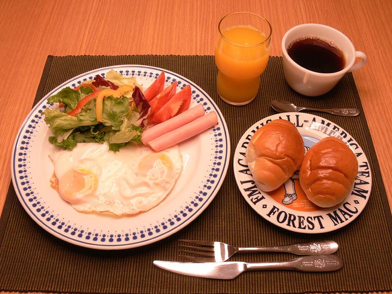 八重桜色は普通の食事には赤っぽすぎる。食後の談笑やゆったりとくつろぐ時は良い