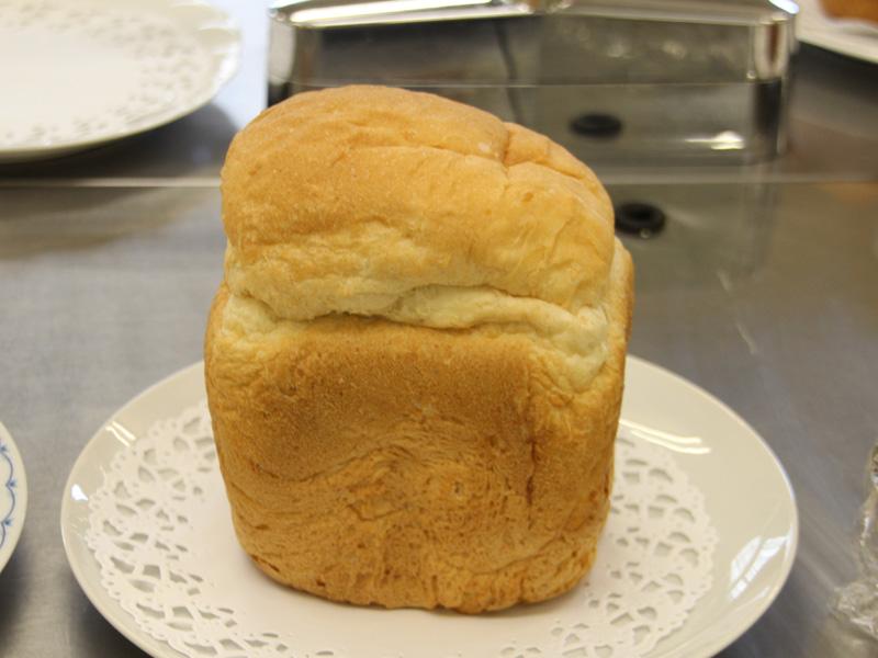 焼き上がり。小麦のパンとは違うもちもちした食感がおいしい