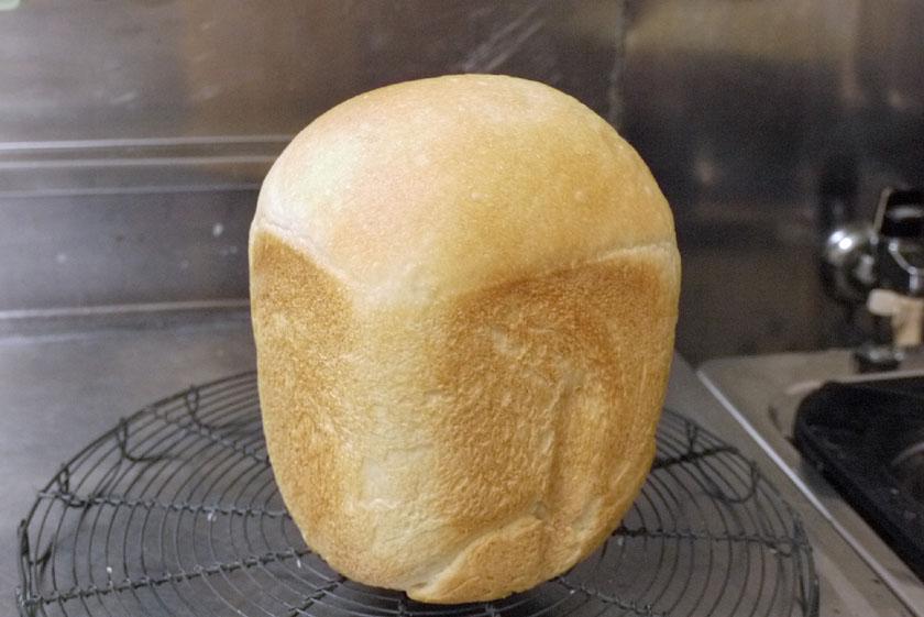 りりしい姿で完成した食パン