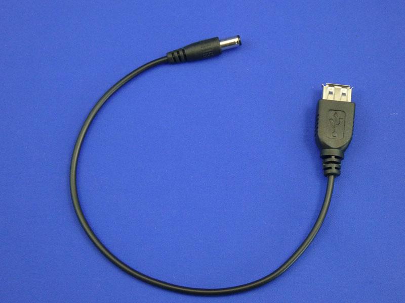 付属のUSBケーブルの先に、各機器に合致したケーブルをつないで使用する