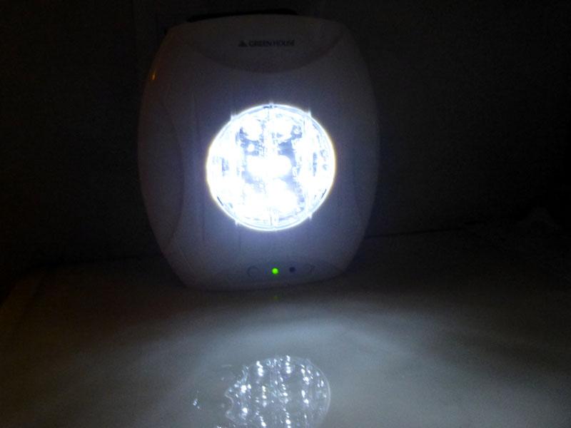 無事に塩水が入り、電源スイッチを入れるとLEDが点灯する