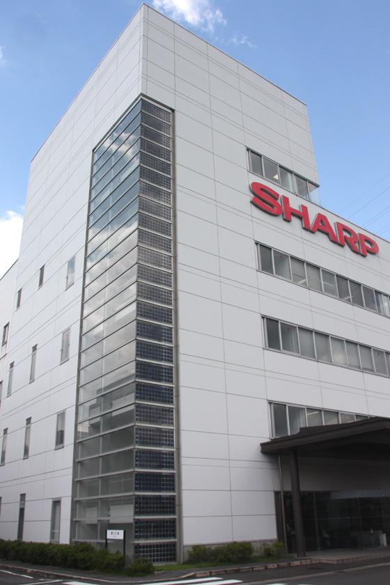 奈良県葛城市のシャープ葛城工場。生産ラインが一部閉じるという報道があった