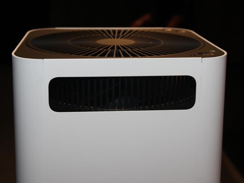 空気の吹出口側面。グリーンファンが空気を送り出す際には、側面からも空気を取り込む
