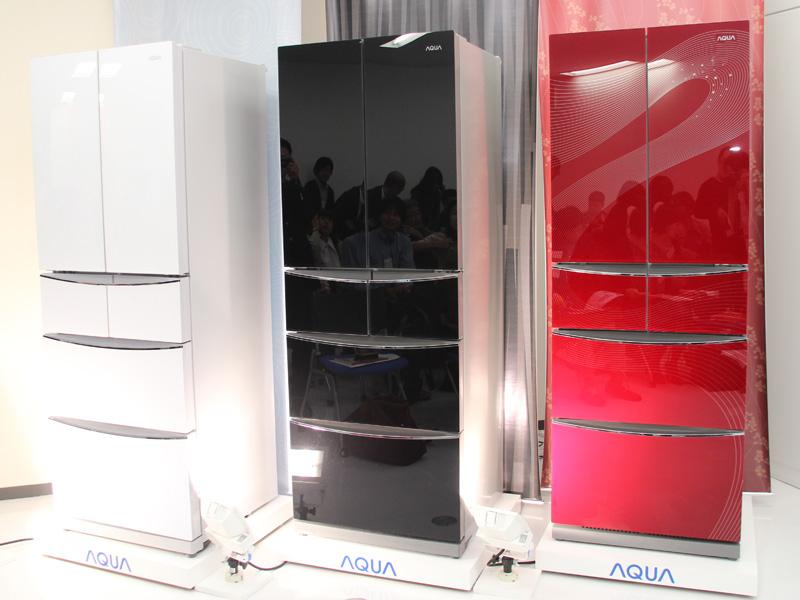 「ガラストップ6ドア冷凍冷蔵庫 AQR-FDG40A」左からムーンホワイト、シャドウブラック、オリエンタルレッド