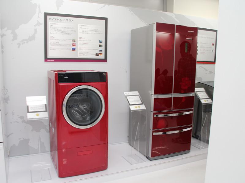アジア向けモデルでは、冷蔵庫だけでなく洗濯機にも赤を採用する。写真はハイアールがアジア市場向けに展開している冷蔵庫とドラム式洗濯機