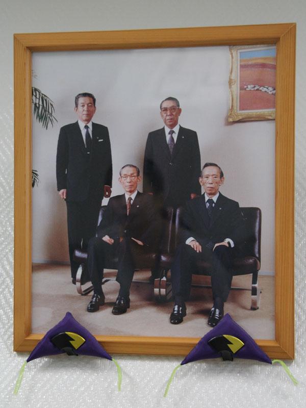 カシオ計算機の創業者である樫尾忠雄氏(手前左)を長男とした4人兄弟で会社を盛り立ててきた