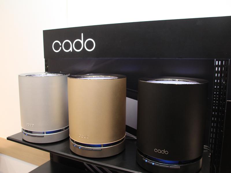 9畳までの「AP-C100」。左から、シルバー、ゴールド、ブラック。ラインナップ中唯一円筒形デザインを採用
