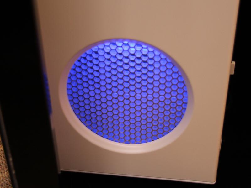 吸気口のLEDは、室内が暗くなると自動で消える