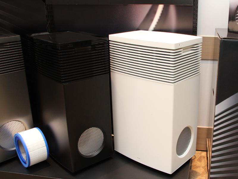 「AP-C500」左からブラック、ホワイト